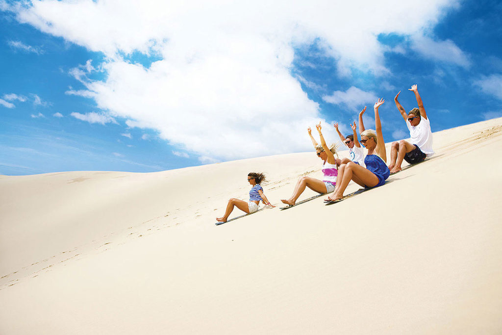 Port Stephens coaches 4wd tours incl sand boarding and sand hills